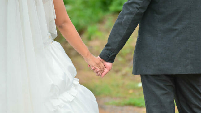 How Much Does an (Average) Wedding Cost? - Money Under 30