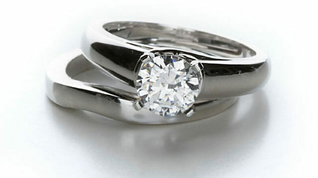 How to buy an engagement ring online.