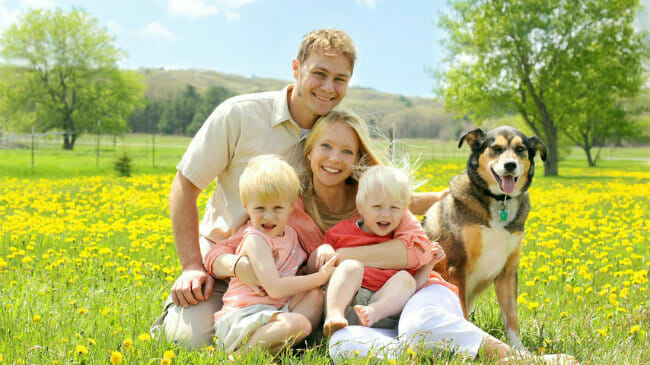 the pros and cons of starting a family in the 30s Waiting to start a family, or skipping marriage and kids altogether, is becoming more common financially and otherwise, there are definite pros and cons.