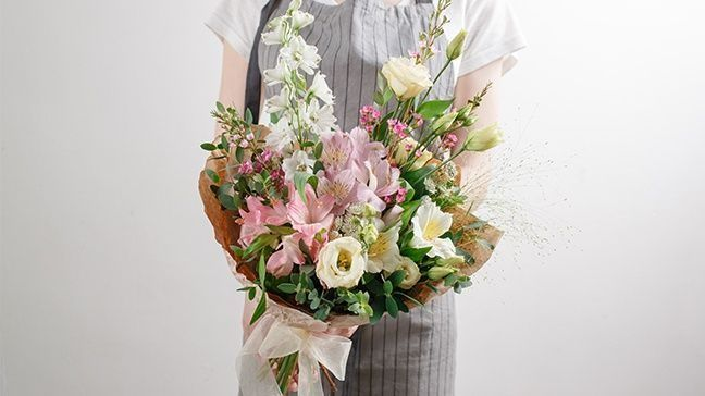 How To Save Money On Sending Flowers: Insider Tips From A Florist