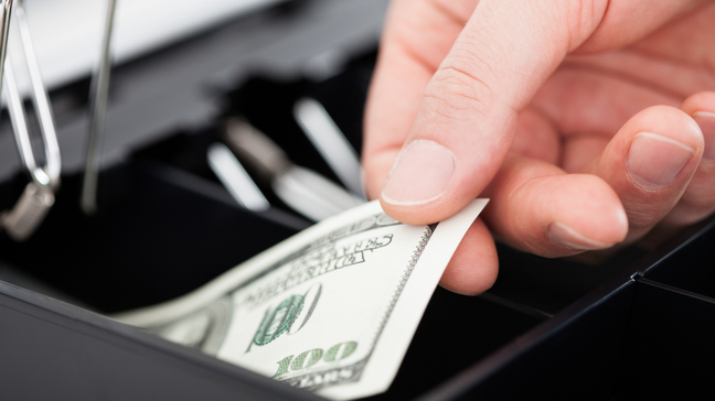 Check-Cashing Services: How Do They Work (And Alternatives) - How to cash a check with a check-cashing service