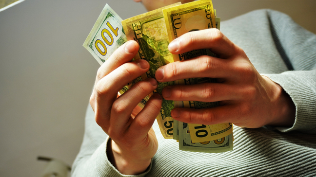 Check-Cashing Services: How Do They Work (And Alternatives) - How to cash a check with a check-cashing service - Pros & cons of check cashing services